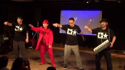赤いズートスーツでPOP!!生き方そのものがカッコよすぎるTORIさんの還暦記念PARTY