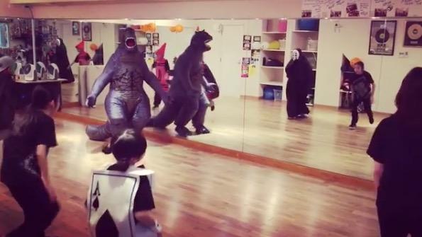ゴジラ,ダンス