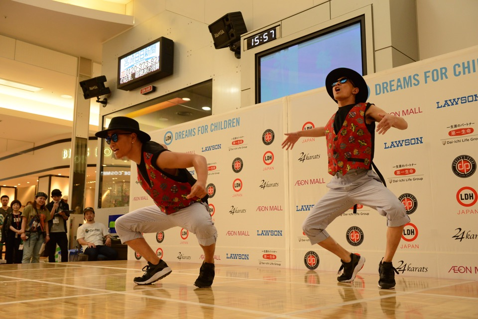 dews_4_DANCE_CHARA TWO CHIN
