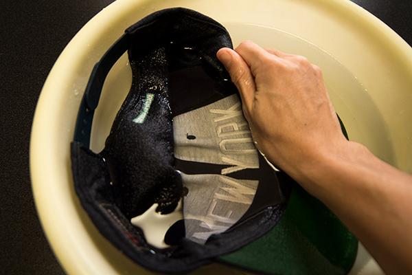 キャップの洗い方 指先でもみ洗い