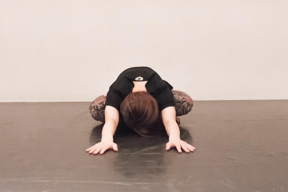 股関節・腰・背中のストレッチ