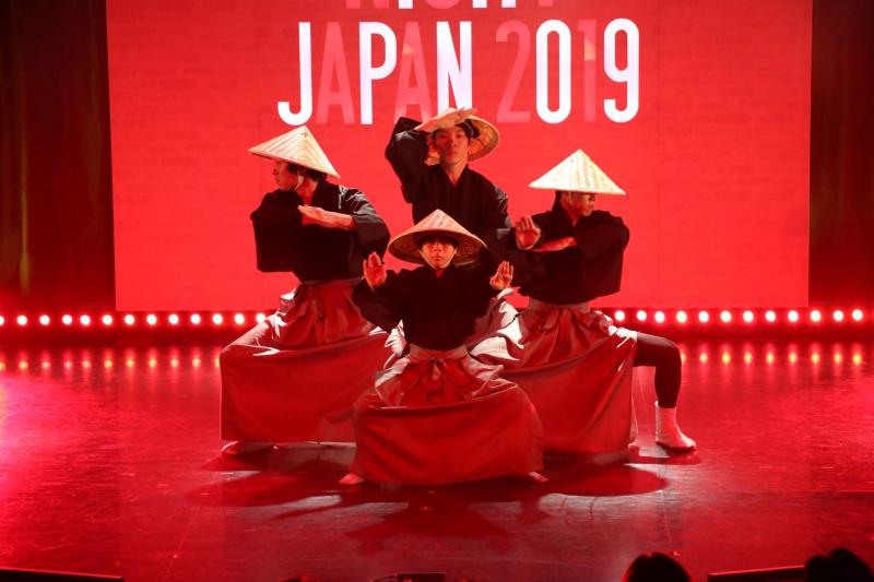 数々の世界的スターを輩出してきたNYアポロシアターのアマチュアナイトが日本初開催! 初回優勝者は、ダンスチーム『544 6th Ave』!!